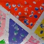 cases de couleurs délimitées + empreintes de doigts pailletées