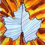 graphisme dans une empreinte de feuille + lignes obliques à la peinture aux couleurs de l'automne