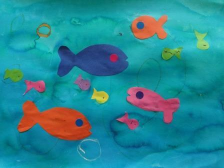 Fond à l'encre et poissons collés Production petite section