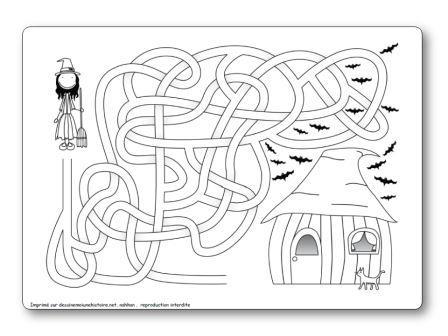 Labyrinthe Halloween sorcière vers maison hantée