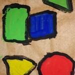 Empreintes de formes peintes sur papier kraft