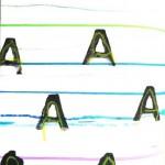 Lignes au pastel et empreintes de tampon lettre