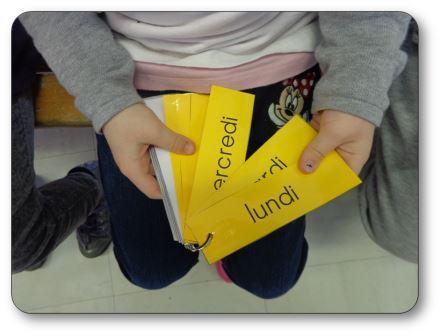 Porte-clés des jours et des mois photo d'une élève, rituel date maternelle