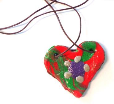 Cadeau de fête des mères Un collier en forme de coeur en pâte à sel, pendentif coeur