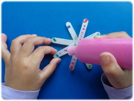 Fabriquer une étoile de Noël avec des bâtonnets de glace