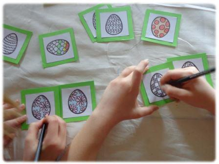 Jeu de memory des oeufs de Pâques à fabriquer, memory de Pâques à imprimer