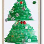 Production collective présentant un sapin de Noël en arts plastiques