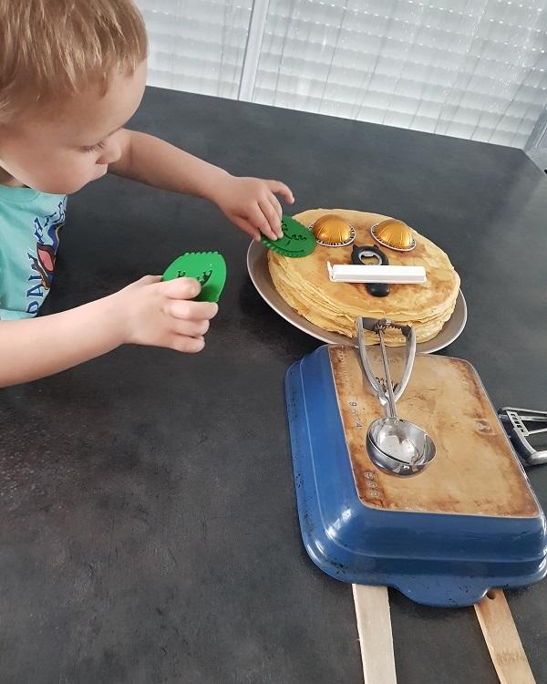 Faire un bonhomme avec des objets de la maison : le bonhomme de la cuisine
