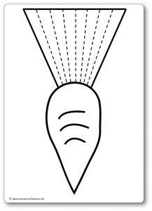 Découper une feuille de papier : les fanes de la carotte